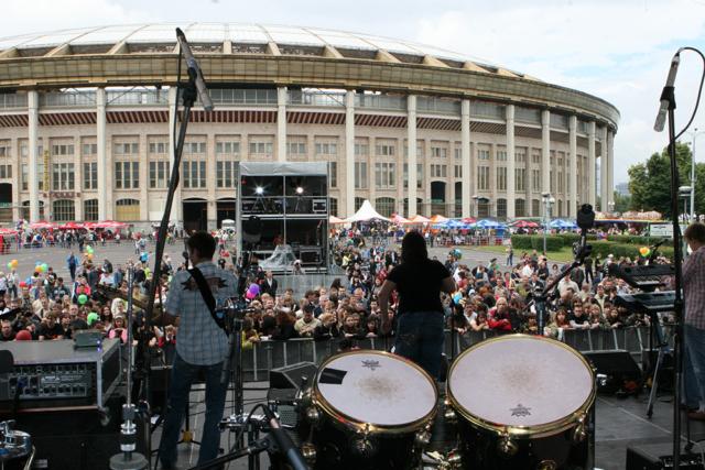 """Выступление на рок-сцене праздника """"МК"""", лето 2008 г."""